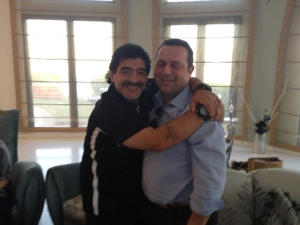 Maradona abbraccia Pisani