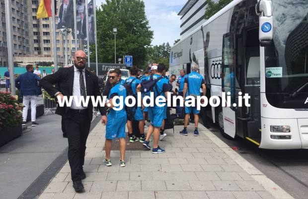 fotogallery il napoli arriva a monaco di baviera gol del napoli. Black Bedroom Furniture Sets. Home Design Ideas