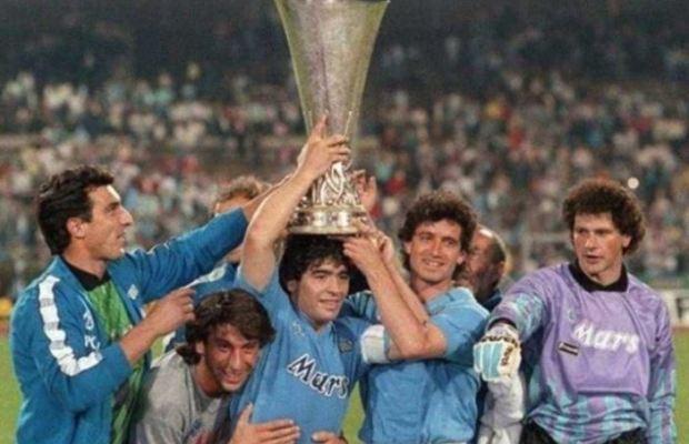 64bd05094f Trent'anni esatti da una data unica e indimenticabile per il Napoli. Tre  decadi fa, infatti, la squadra azzurra alzava al cielo il primo – e al  momento ...